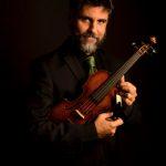 "Orquestra Camerata Sesi recebe Luis Otavio Santos para concerto ""A Música Antiga"""